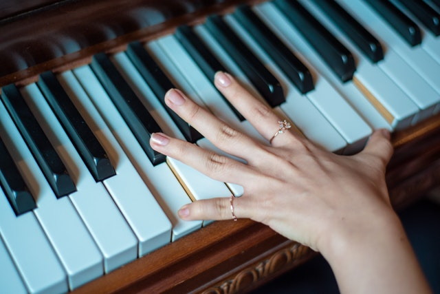 easy songs to learn and play on piano