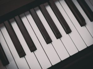 piano is easy to learn than guitar