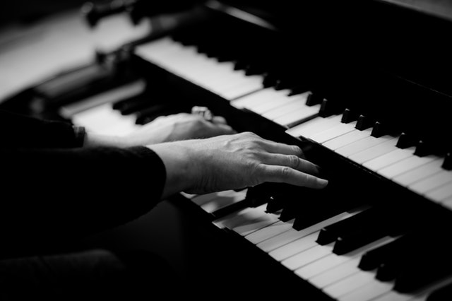 5 tricks of learning piano faster